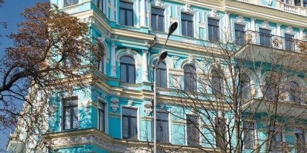 Yuzhnyi Dvorets Business Center