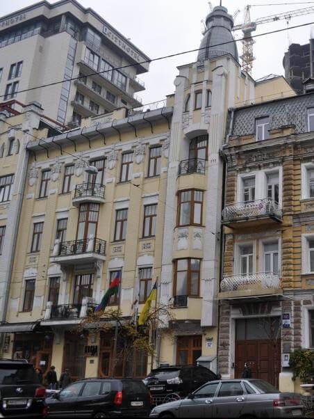 Бизнес-центр по ул. Б.Хмельницкого 52а