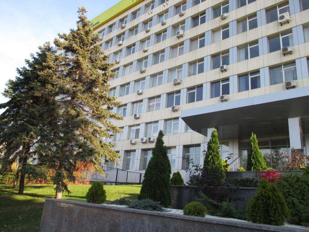 Business Center on Vozzyednannya Avenue, 15